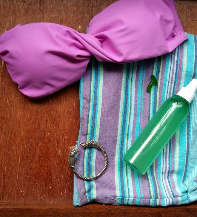 Its super easy to carry around when you're off to the beach for around the day touch ups.